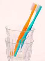 スーパーなどで、歯ブラシや歯磨き粉がたくさん並んでいて選ぶのに迷いますが、自分に合ったものを選ぶポイントを教えてください。